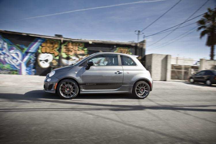 2012 fiat 500 abarth on location gallery winding road. Black Bedroom Furniture Sets. Home Design Ideas