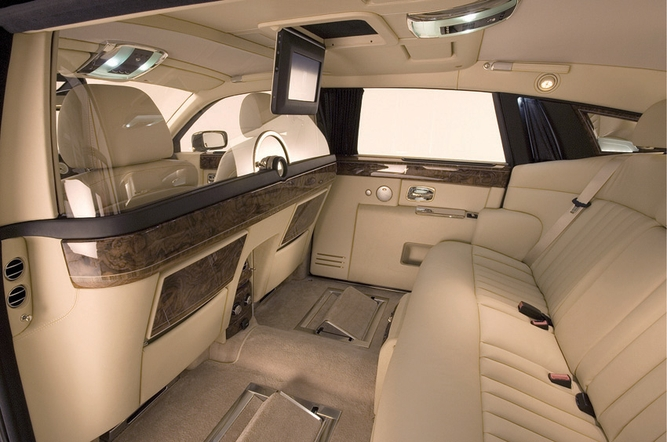 Rolls Royce Phantom Extended Wheelbase The Rear Quarters Of Might Be More Luxurious Than Your Sitting Room At Home